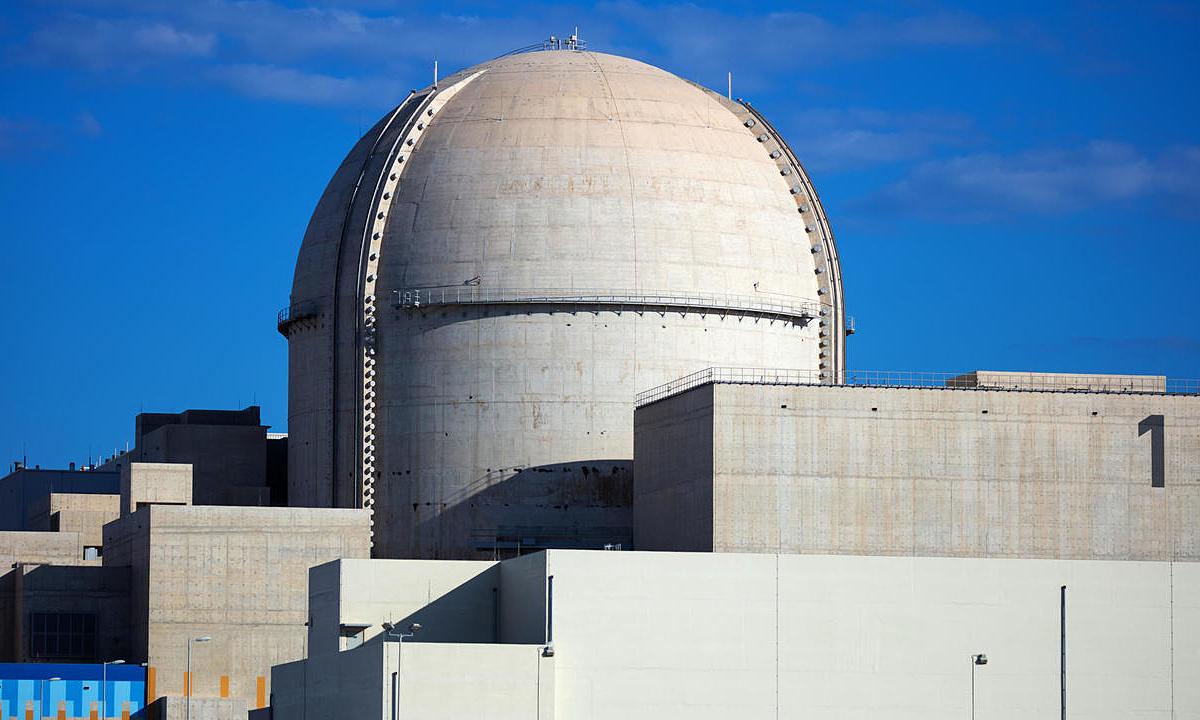 Nhà máy điện hạt nhân Barakah ở phía tây Abu Dhabi, UAE, vận hành lò phản ứng đầu tiên hôm nay. Ảnh: AFP.