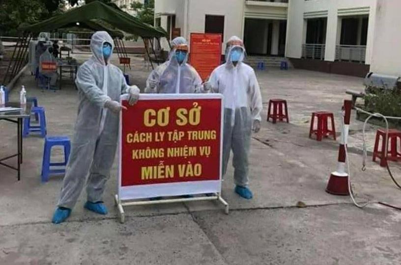 Nhân viên y tế thành phố Hội An làm việc trong một khu cách ly. Ảnh: Nguyễn Văn Lanh.