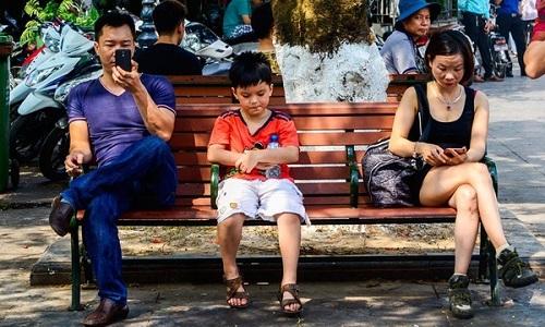 Nhiều cha mẹ Việt thích lớn thay con - VnExpress