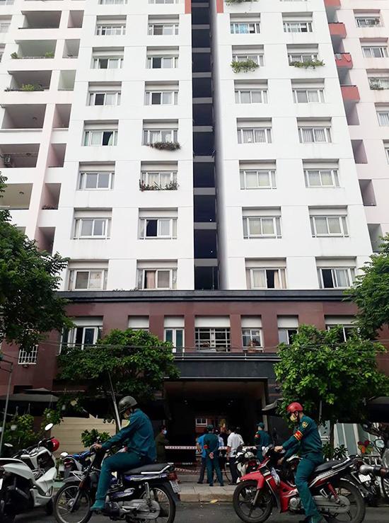 Block có ca nghi nhiễm cao 13 tầng, với 328 cư dân. Ảnh: Hà An.