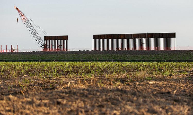 Bức tường biên giới được xây dựng ở Donna, bang Texas, Mỹ. Ảnh: NY Times.