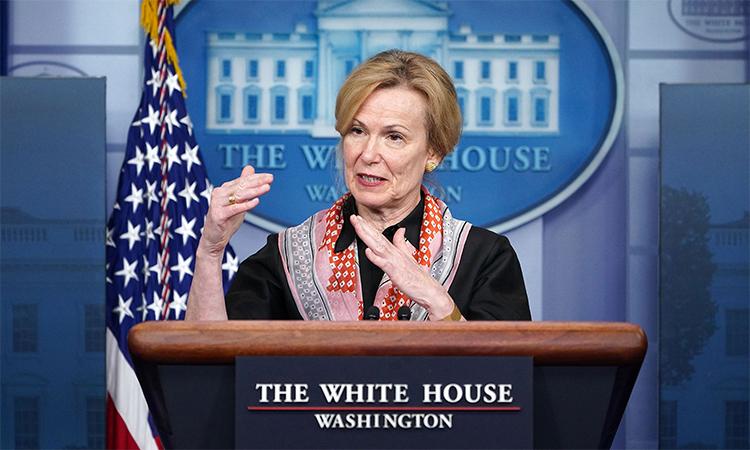 Điều phối viên nhóm phản ứng chống Covid-19 của Nhà Trắng Deborah Birx trong buổi họp báo hồi tháng 4 tại Washington D.C. Ảnh: AFP.