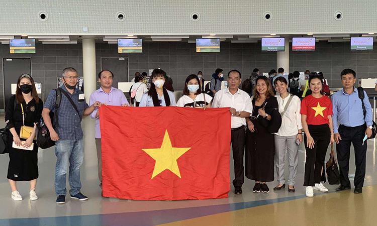 Công dân Việt Nam tại Maroc trước khi lên đường về nước, ngày 23/7. Ảnh: Bộ Ngoại giao.