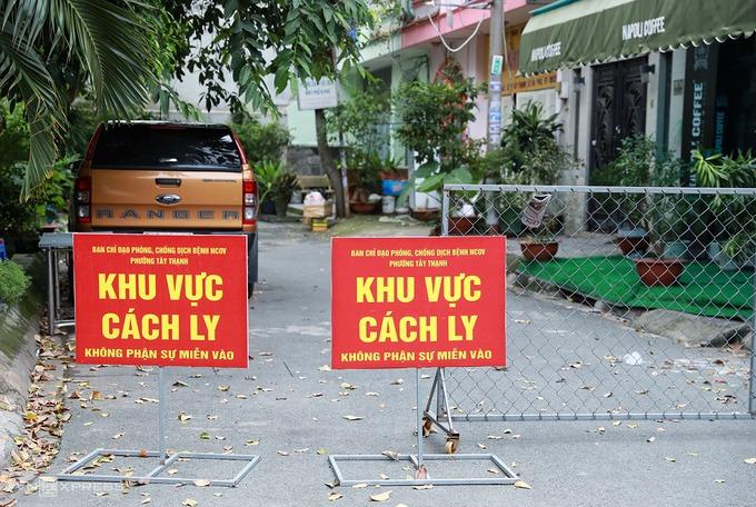 Hẻm 20/73 Hồ Đắc Di ở quận Tân Phú bị phong toả sáng 1/8. Ảnh: Hữu Khoa