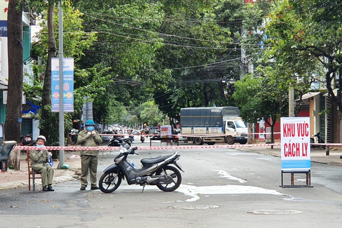 TP Buôn Ma Thuột phong tỏa 4 khu phố trưa 2/8. Ảnh: Ngọc Oanh.