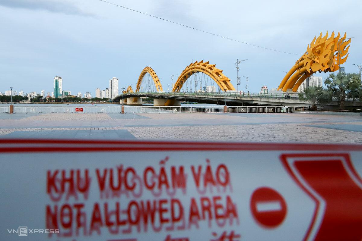 Đà Nẵng đã phong toả các khu vực công cộng, không để tình trạng người dân tụ tập đông người. Ảnh: Nguyễn Đông.