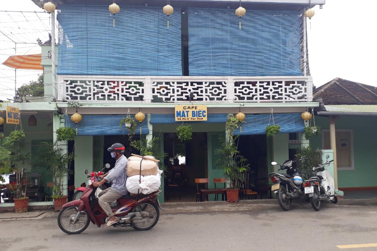 Quán cà phê nơi ba bệnh nhân nCoV ghé ngày 23/7. Ảnh: Ngọc Minh