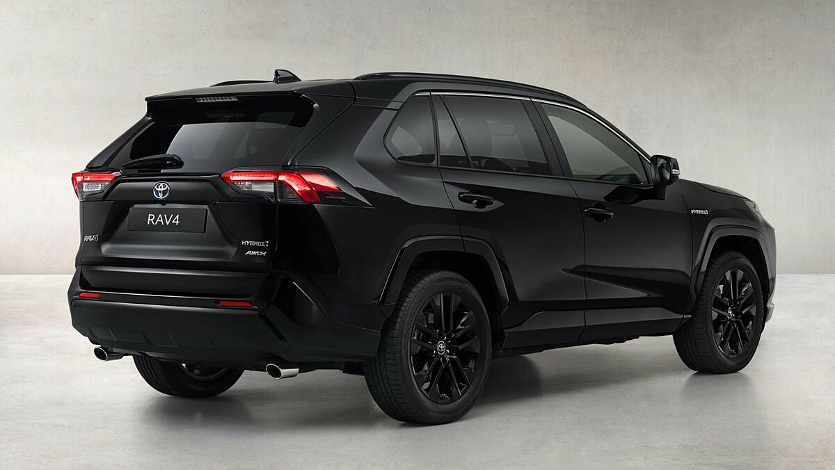 Bản đặc biệt trang trí với màu sơn đen Galaxy Black. Ảnh: Toyota