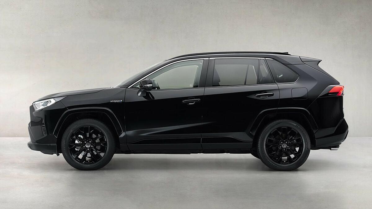 RAV4 Black Edition lắp bộ la-zăng hợp kim 19 inch. Ảnh: Toyota