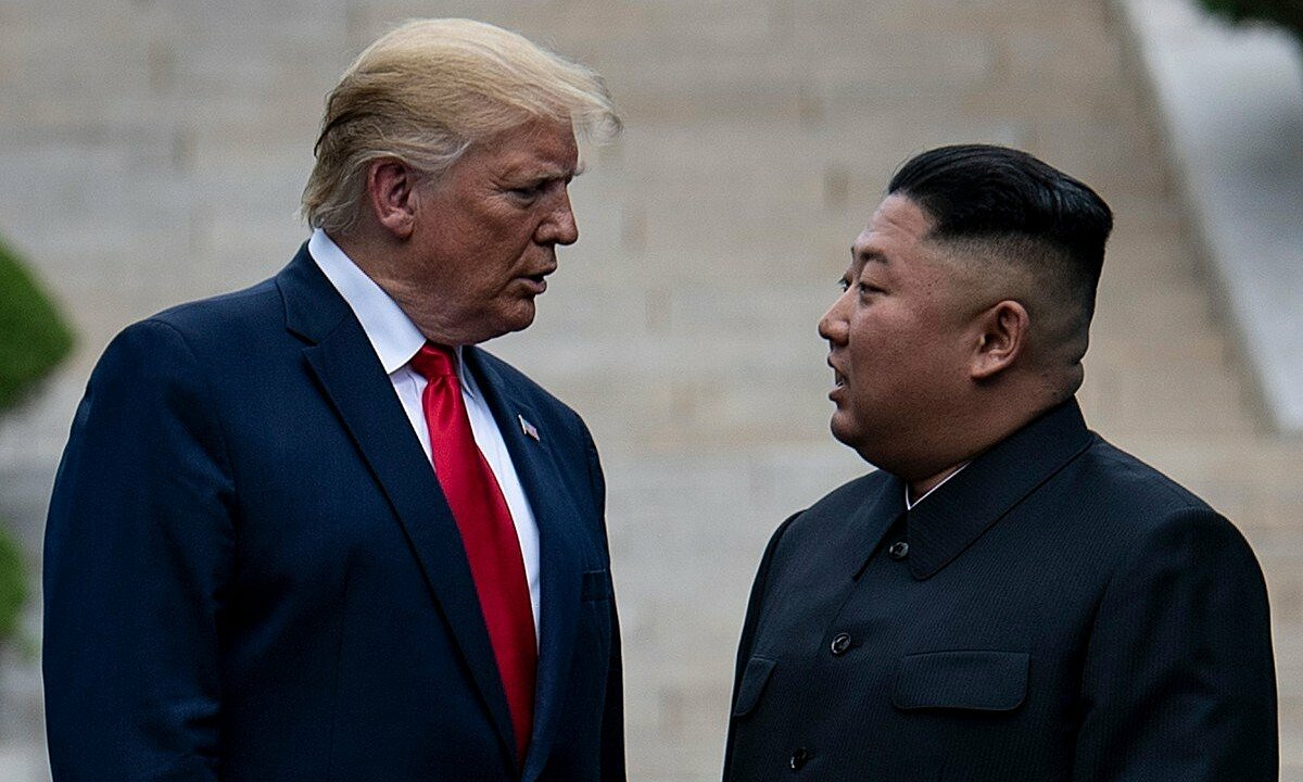 Tổng thống Mỹ Trump (trái) và lãnh đạo Triều Tiên Kim Jong-un tại Hàn Quốc tháng 6/2019. Ảnh: AFP.