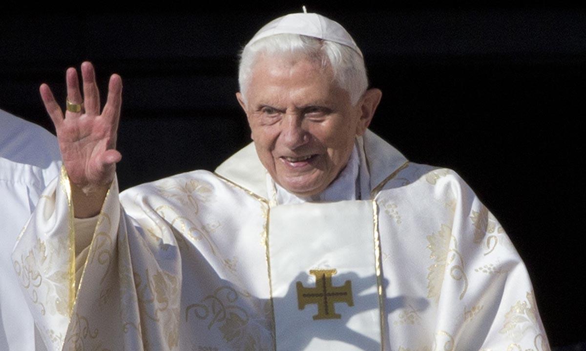 Cựu giáo hoàng Benedict XVI tại Vatican, ngày 19/10/2014. Ảnh: AP.
