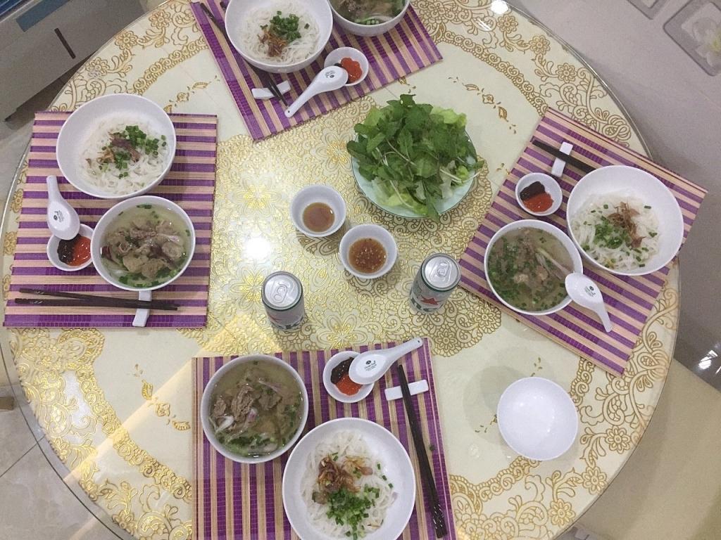 Những bữa cơm gia đình ấm áp