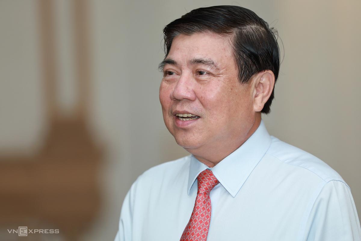 Chủ tịch UBND TP HCM Nguyễn Thành Phong trả lời VnExpress về đề án xây dựng Thành phố phía Đông. Ảnh: Hữu Khoa.