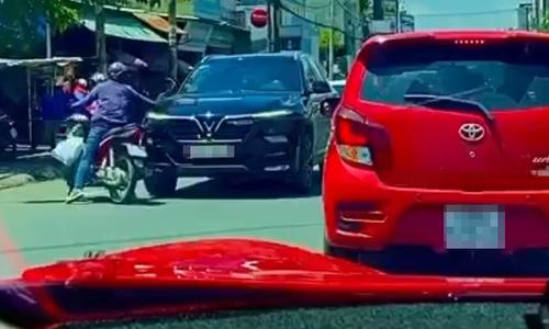 Tên trộm bẽ mặt vì kính ôtô cứng đầu - 1
