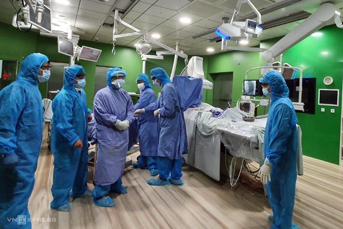 Việc điều trị cho bệnh nhân tại các khoa ở Bệnh viện Đà Nẵng vẫn hoạt động bình thường. Ảnh: Hồ Văn Phước.