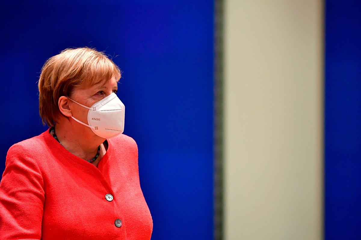 Thủ tướng Đức Angela Merkel bày