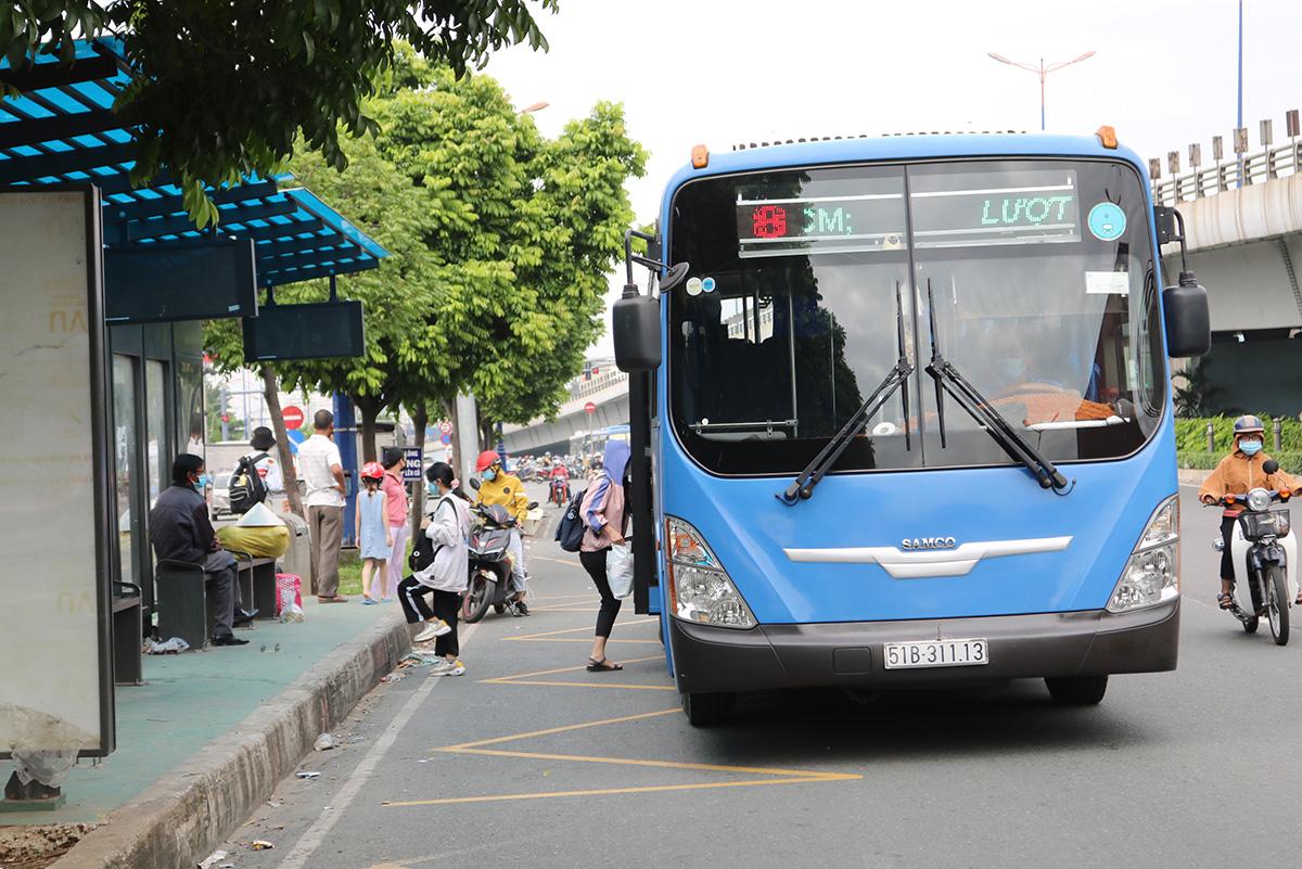Trạm xe buýt trên Xa lộ Hà Nội gần ngã tư Thủ Đức (quận 9) được đầu tư tươm tất. Ảnh: Gia Minh.