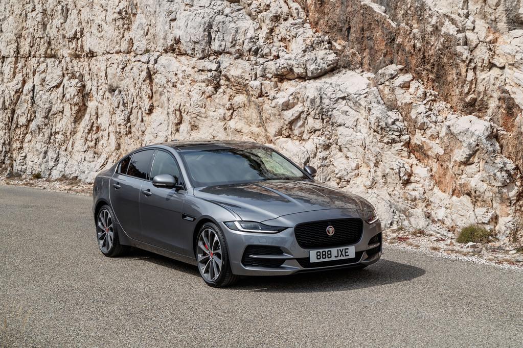 Jaguar XE phiên bản mới.
