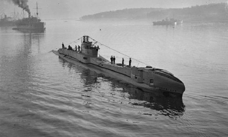 HMS Thunderbolt về cảng sau một chuyến tuần tra. Ảnh: Wikipedia.