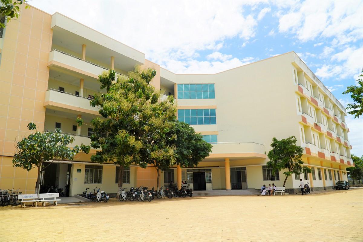 186 thí sinh đảo Phú Quý có nhu cầu đã được bố trí ở miễn phí tại ký túc xá Trường THPT chuyên Trần Hưng Đạo (Phan Thiết). Ảnh: Việt Quốc.