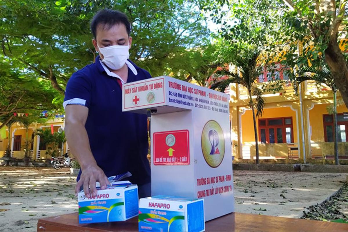 Khẩu trang, dung dịch sát khuẩn được chuẩn bị cho thí sinh ở điểm thi đảo Lý Sơn, Quảng Ngãi, ngày 6/8. Ảnh: Hữu Danh.
