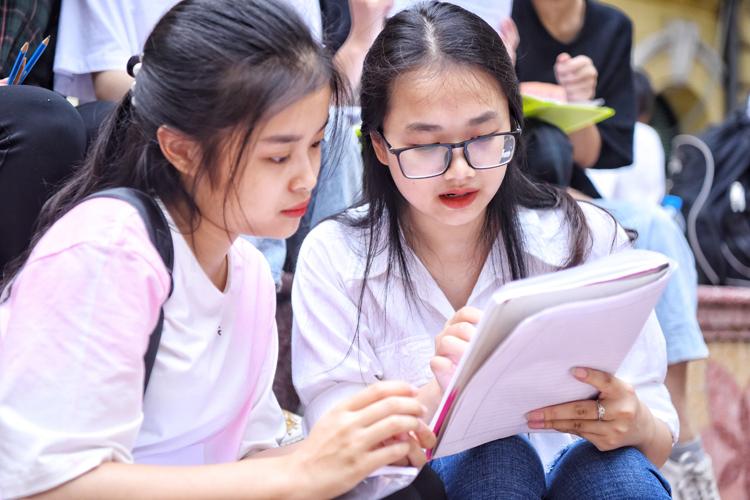 Học sinh Hà Nội tham dự kỳ thi THPT quốc gia năm 2019. Ảnh: Giang Huy/VnExpress