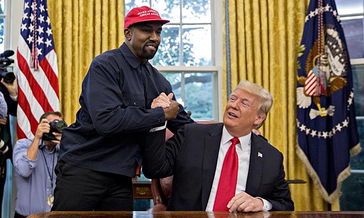Tổng thống Mỹ Donald Trump và rapper Kanye West trong cuộc gặp ở phòng Bầu dục Nhà Trắng hôm 11/10/2018. Ảnh: Reuters.