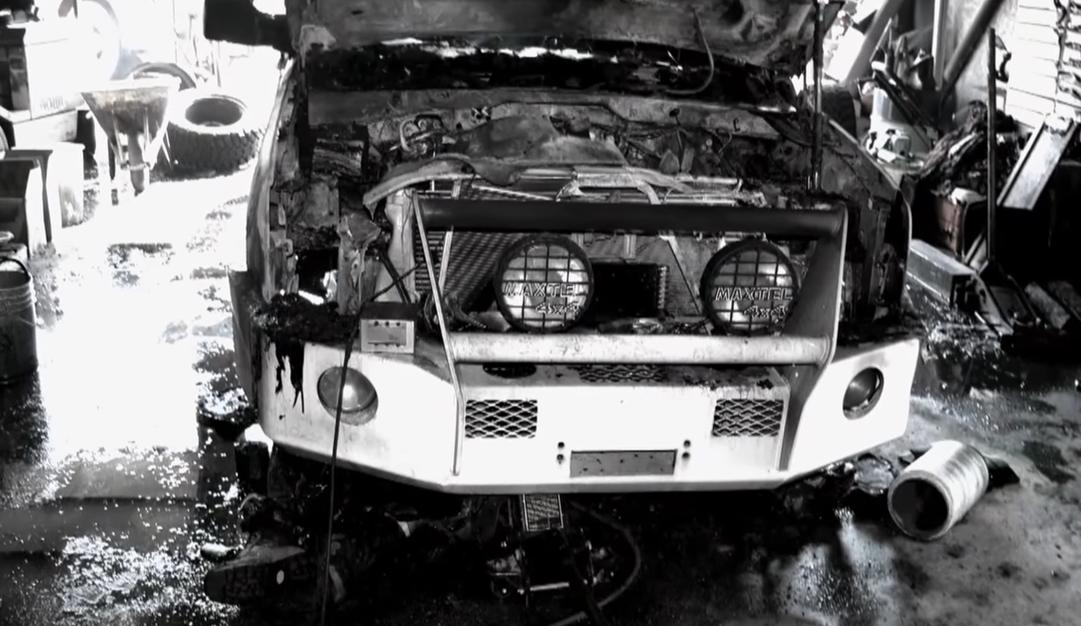 Hiện trường chiếc xe bị cháy. Ảnh: Filmrise.