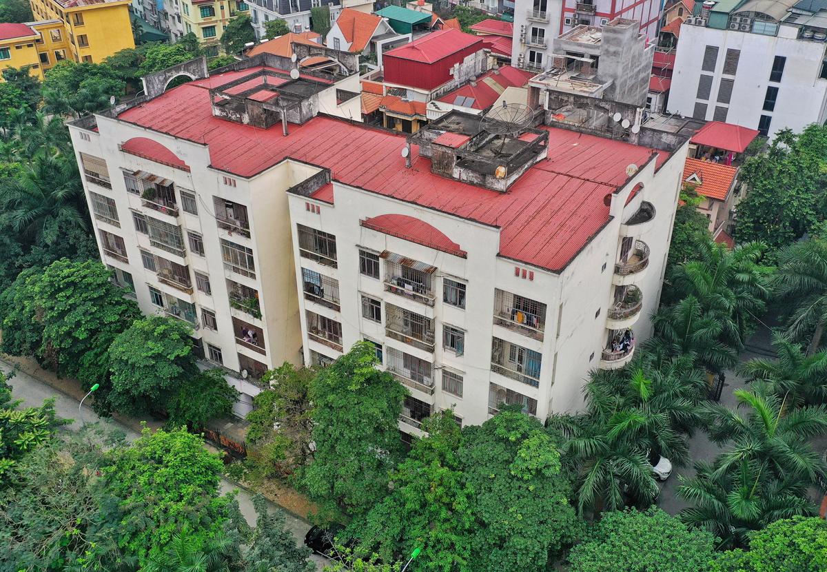 Khu nhà công vụ ở phố Hoàng Cầu, Hà Nội. Ảnh: Giang Huy