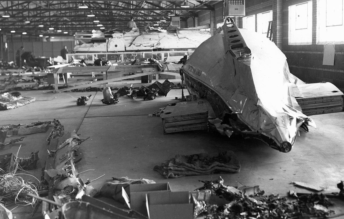 Phần còn lại của máy bay được nhà chức trách phục dựng. Ảnh: FBI.