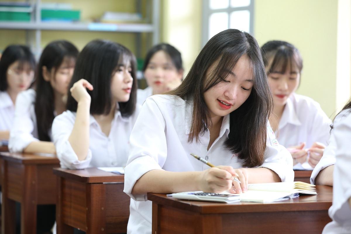 Học sinh trường THPT Trí Đức, Hà Nội, ôn luyện trước kỳ thi tốt nghiệp THPT 2020. Ảnh: Ngọc Thành/VnExpress