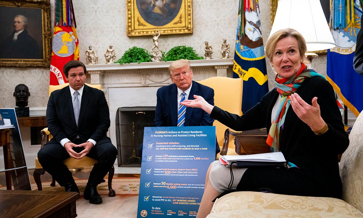 Cố vấn y tế Birx (phải) tại cuộc gặp giữa Tổng thống Trump và Thống đốc Florida Ron DeSantis tại Nhà Trắng, hồi tháng 4. Ảnh: NYTimes.
