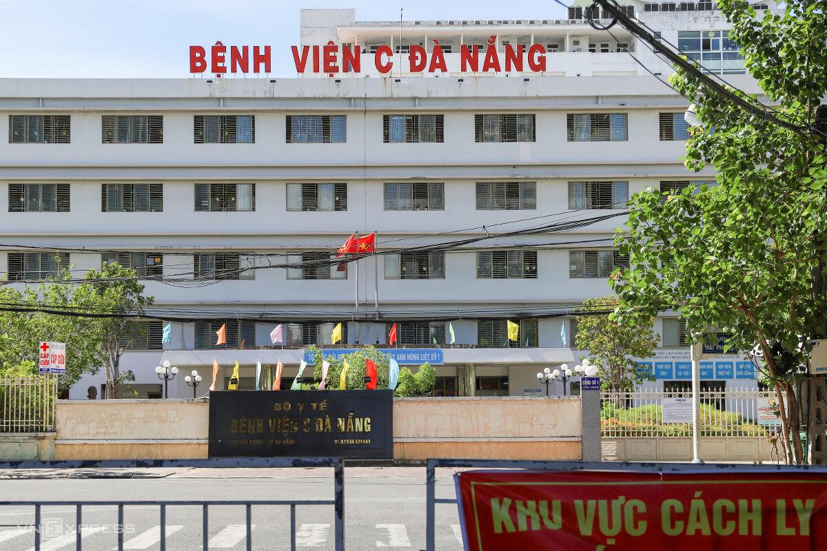 Khu vực gác chắn trước Bệnh viện C, chiều 7/8. Ảnh: Nguyễn Đông.