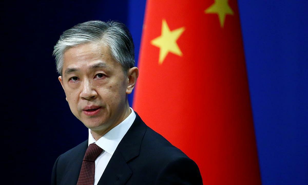 Phát ngôn viên Bộ Ngoại giao Trung Quốc Uông Văn Bân tại họp báo ở thủ đô Bắc Kinh, ngày 27/7. Ảnh: Reuters.