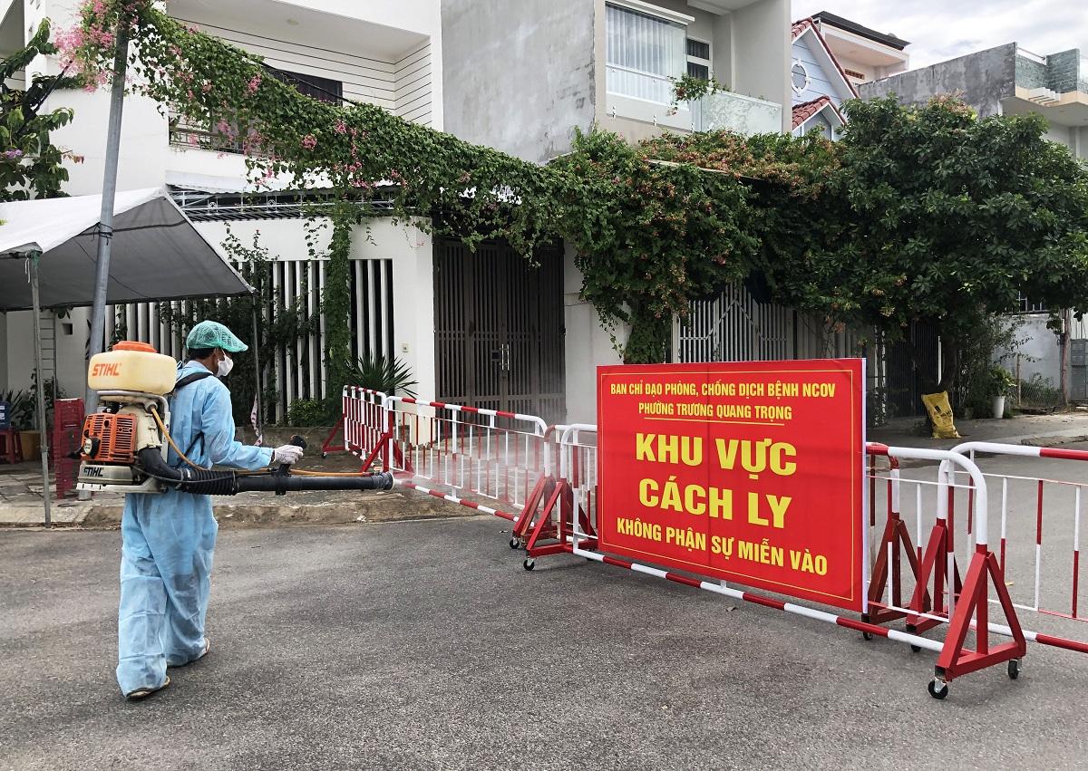 Khu dân cư của bệnh nhân 786 ở  phường Trương Quang Trọng, TP Quảng Ngãi đã được cách ly. Ảnh: Thanh Phương.
