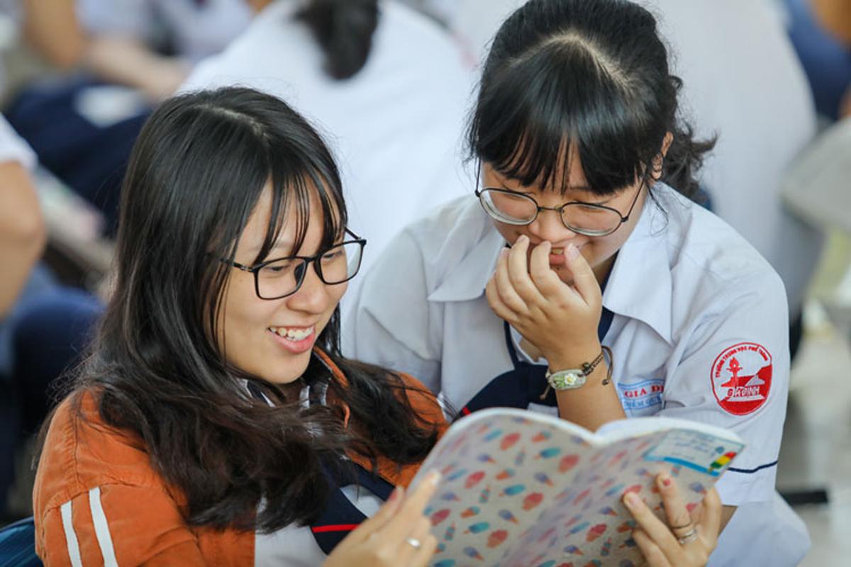 Thí sinh trươc giờ thi Văn, kỳ thi THPT quốc gia năm 2019 tại TP HCM. Ảnh: Thành Nguyễn.