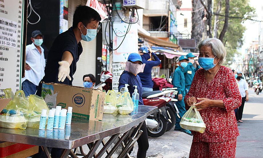 Tình người Sài Gòn trong thời dịch - VnExpress Đời sống
