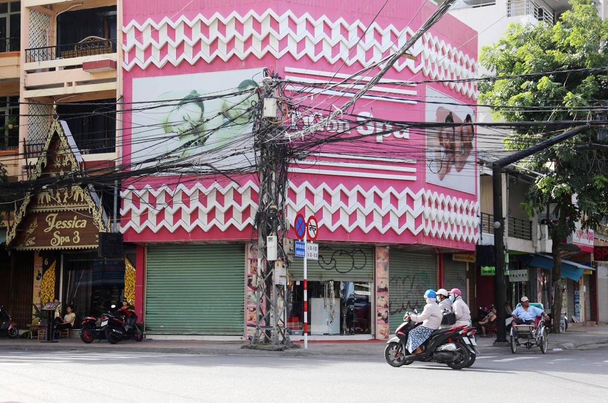 Toàn bộ spa, massage và các dịch vụ không thiết yếu tại Khánh Hoà không được hoạt động từ 0h ngày 9/8. Ảnh: Xuân Ngọc.