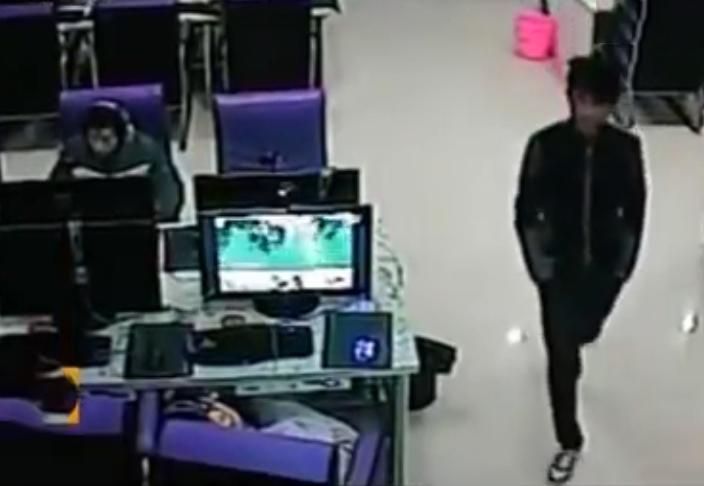 Người thanh niên khả nghi trong quán net (phái). Ảnh: CCTV.