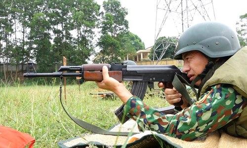 Tuyển Bếp dã chiến luyện bắn súng trước giải Army Games