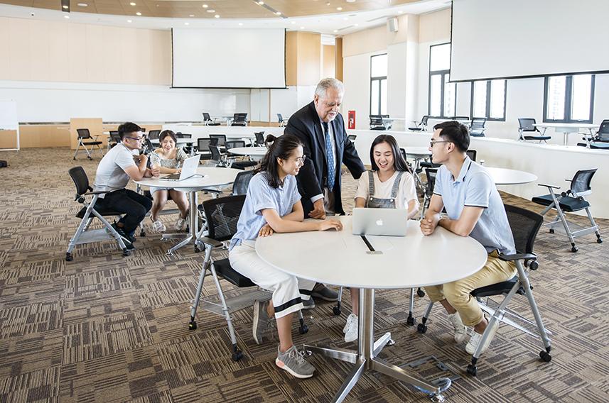 Các phòng học, giảng đường của ĐH VinUni được thiết kế linh hoạt, với nhiều ánh sáng và không gian mở mang đến trải nghiệp học tập tối ưu cho sinh viên.