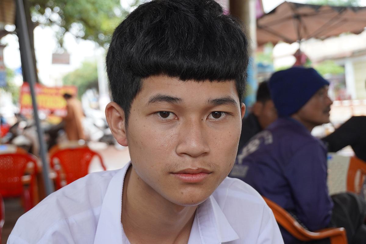 Trần Đình Huy, lo lắng trước khi bước vào thi môn Ngoại ngữ. Ảnh: Trần Hóa.
