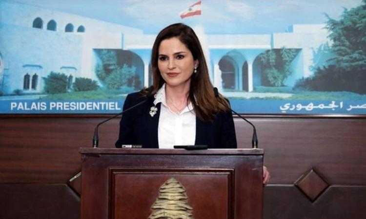 Bộ trưởng Thông tin Lebanon Manal Abdel Samad tại buổi họp báo ở phủ tổng thống hồi tháng 2. Ảnh: Reuters.