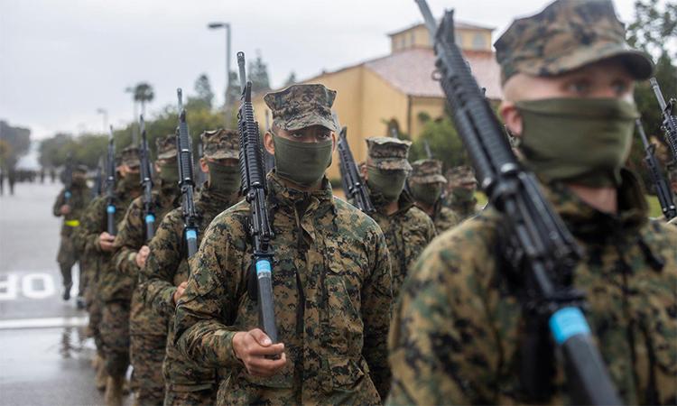 Tân binh thủy quân lục chiến Mỹ đeo khẩu trang trong một buổi huấn luyện, ngày 9/4. Ảnh: USMC.