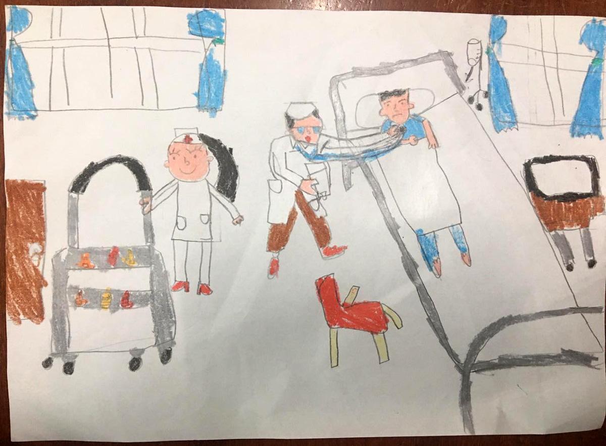 Bức tranh con vẽ trong một buổi tối vể những nỗ lực của y bác sĩ chữa trị cho bệnh nhân.