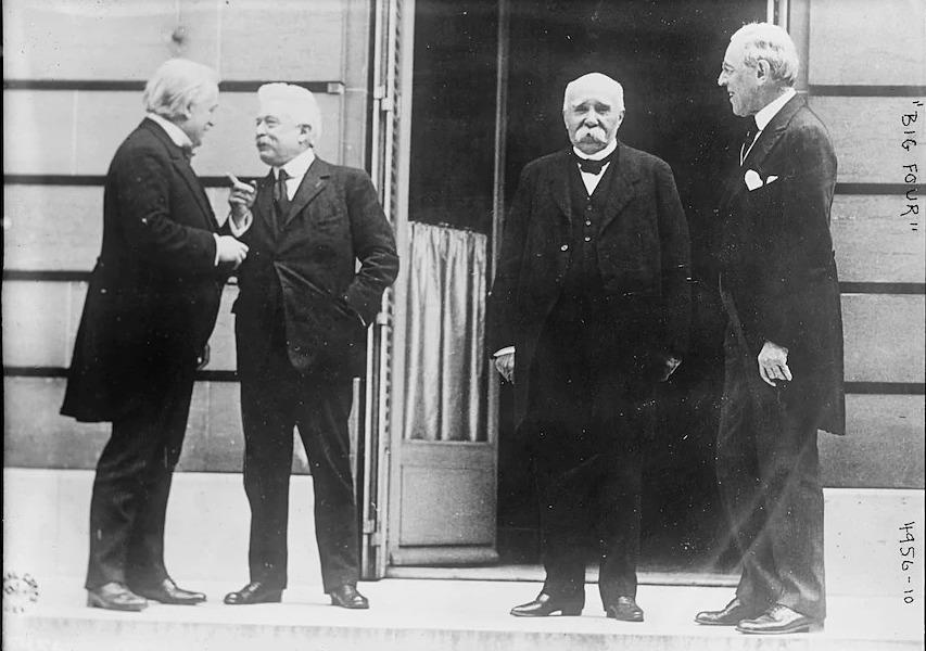Tổng thống Mỹ Woodrow Wilson (thứ nhất từ phải sang) và các lãnh đạo Pháp, Anh, Italy tại Hội nghị Hòa bình Paris tháng 5/1919, một tháng sau khi Wilson mắc cúm Tây Ban Nha. Ảnh: Library of Congress.