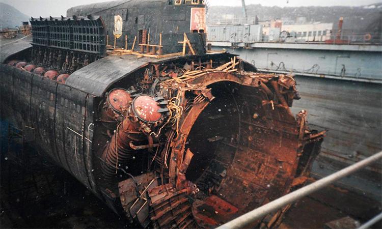 Xác tàu ngầm Kursk sau khi được trục vớt và đưa về thành phố