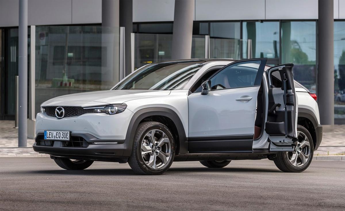 MX-30 phiên bản concept với kiểu cửa mở ngược độc đáo và sử dụng động cơ điện. Ảnh: Mazda
