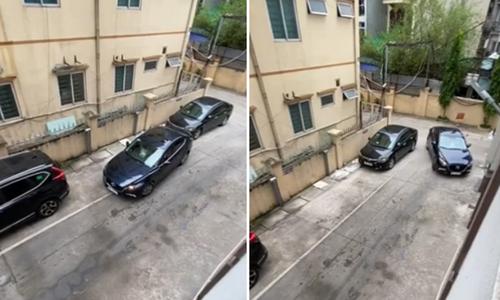 Ba người đẹp khiêng ôtô vì không thể vào chuồng - 2