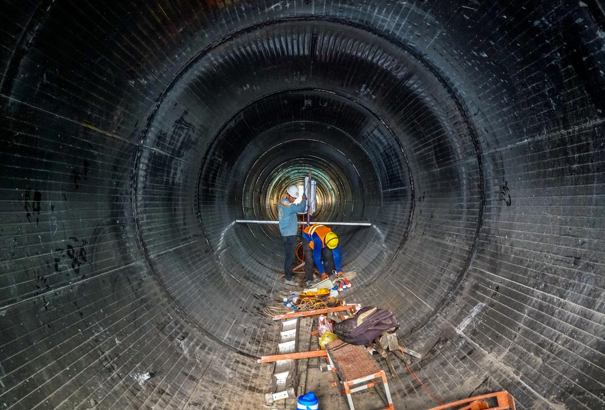 Thi công đường ống ở Dự án vệ sinh môi trường TP HCM giai đoạn 2 mục đích chuyển nước thải từ lưu vực kênh Nhiêu Lộc - Thị Nghè về nhà máy xử lý, chụp tháng 4/2019. Ảnh: Quỳnh Trần